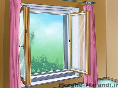 پنجره را باز کنید تا پرنده مهاجم فرار کند